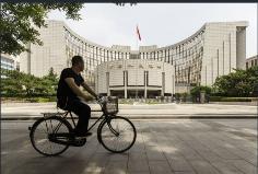 人民银行的易建联表示中国将继续放宽金融市场准入