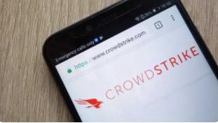 CrowdStrike 股票波动,因为投资者在高估值中考虑提高指导