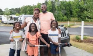 这个家庭用每月 4,200 美元的抵押贷款换来了 14,000 美元的房车——而且他们再也回不去了