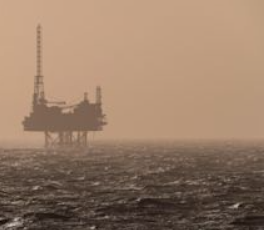 由于美国生产商在飓风艾达之前关闭,油价上涨