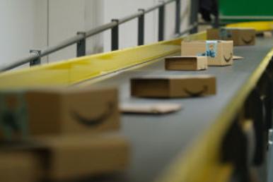 这位机器人交易员刚刚看好亚马逊、Facebook 和 Nvidia。这是它卖的东西。