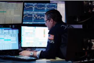 投资者等待收益,股市下跌,原油达到 7 年高位